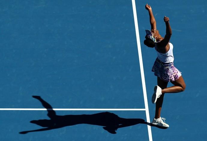 Venus Williams chegou à sua 15ª final em um Grand Slam após vencer americana na semifinal (Foto: Getty Images)
