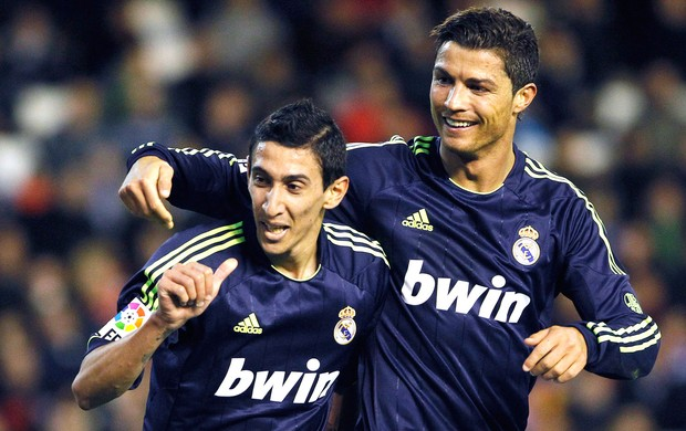 Cristiano Ronaldo e Di Maria comemoram gol do Real Madrid contra o Valencia (Foto: Reuters)