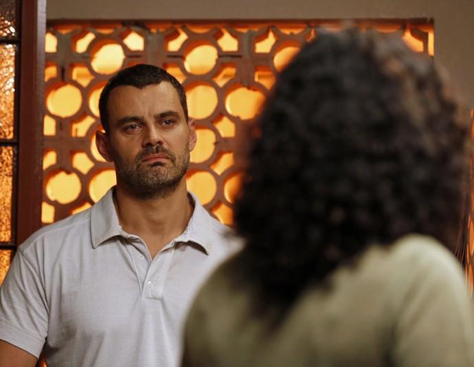 César decide deixar Domingas (Foto: Ellen Soares / Gshow)