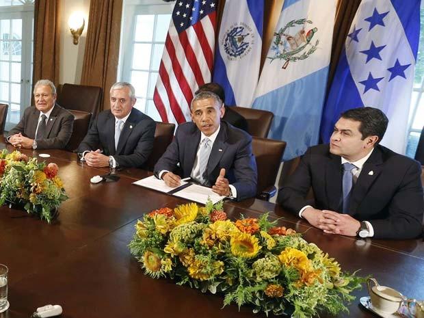 O presidente dos EUA, Barack Obama, se reuniu com os presidentes de El Salvador, Salvador Sanchez Ceren (esquerda), da Guatemala, Otto Perez Molina, e de Honduras, Juan Orlando Hernandez, nesta sexta-feira (25) (Foto: REUTERS/Larry Downing)