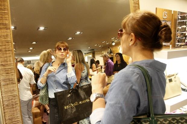Simone Soares em lançamento de coleção de loja (Foto: Marcos Ferreira / Foto Rio News)