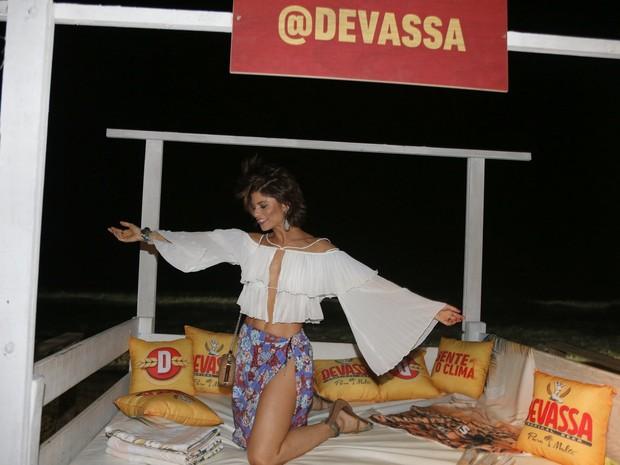 Julianne Trevisol em festa em Maraú, na Bahia (Foto: Denilson Santos e Francisco Silva/ Ag. News)