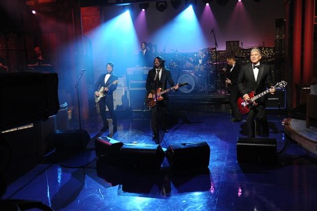 Banda Foo Fighters se apresenta na despedida de David Letterman (Foto: Getty Images)