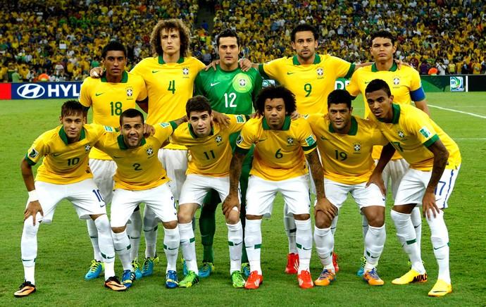Brasil posado final copa das confederações (Foto: Agência AP)