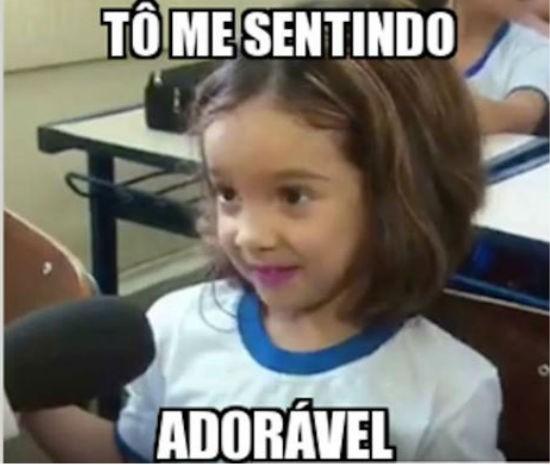 Criança cria bordão em entrevista e viraliza na web: 'Me sentindo adorável' (Foto: TV Vanguarda)