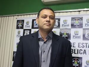 Delegado Riedel Batista contou que crimes não têm ligação (Foto: Ellyo Teixeira/G1)