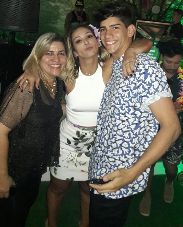 Valesca com Rita Vianna e o assistente da artista (Foto: Reprodução/Instagram)
