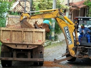 Mutirão de de limpeza foi realizado na Vila Caranga (Foto: Stenio Andrade/Divulgação Búzios)