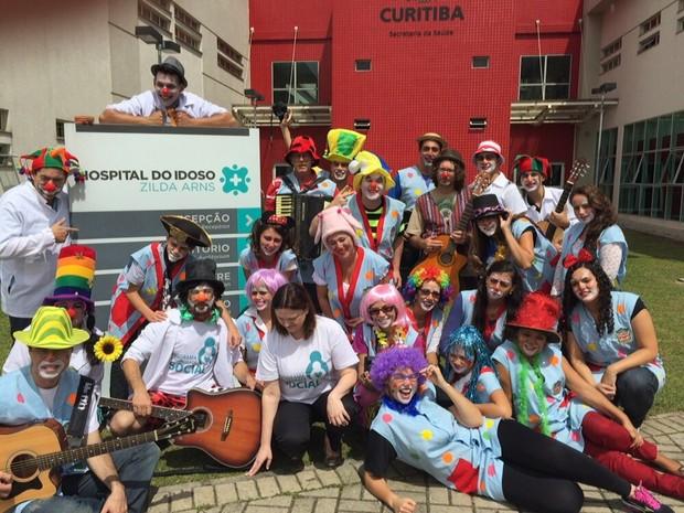 Grupo visitou cerca de 150 leitos individuais do hospital (Foto: Divulgação / Uniandrade)