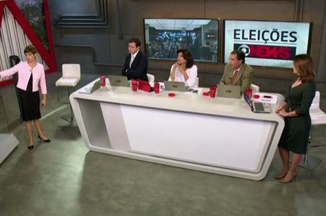 Equipe da GloboNews no domingo de eleições (Foto: Reprodução)