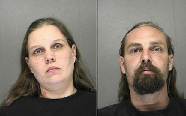Emily e Lucien Brodeur foram presos após deixarem o filho de 7 anos do lado de fora de um bar enquanto bebiam (Foto: Divulgação/Volusia County Jail)