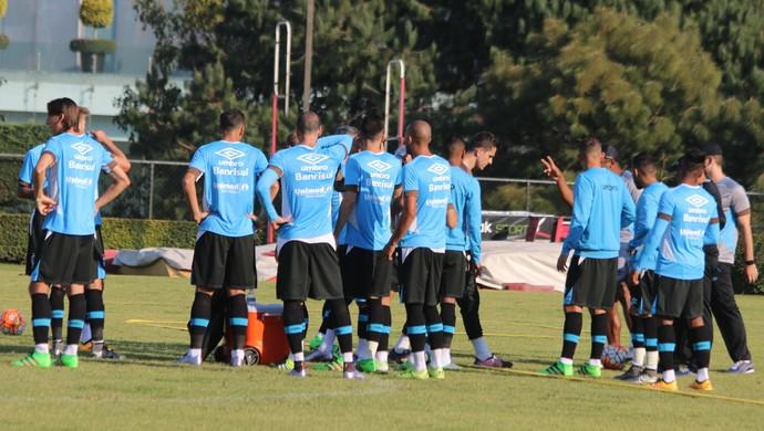 Grupo do Grêmio treino  México  (Foto: Eduardo Moura/GloboEsporte.com)