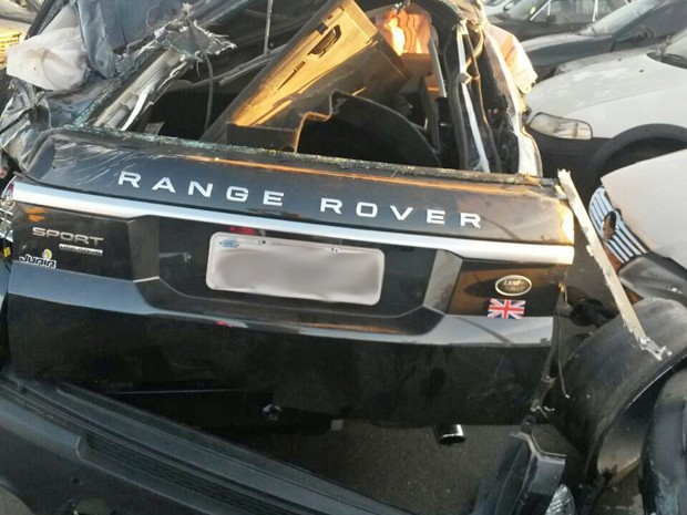 Range Rover Sport após acidente com o cantor Cristiano Araújo (Foto: Renato Melo / Arquivo Pessoal)