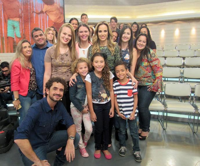 Plateia do 'Encontro' tira foto com os apresentadores  (Foto: Paula Santos/Gshow)