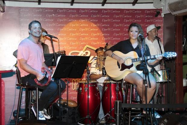Conrado, Luka e Andrézinho do Molejo em show no Rio (Foto: Isac Luz/EGO)