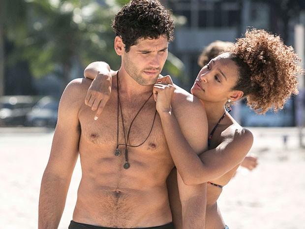 Crise na relação! Bento fica incomodado com a falta de ciúmes de Paula (Foto: Inácio Moraes/Gshow)