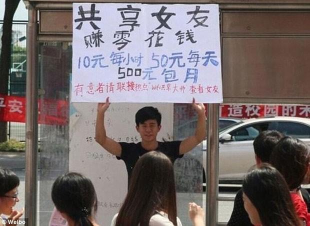 Jovem tentou alugar namorada para ter dinheiro para comprar iPhone 6 (Foto: Reprodução/Weibo)