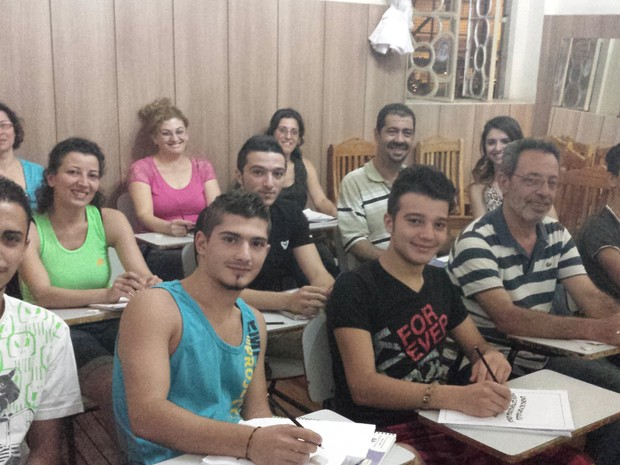 Refugiados sírios fazem aula de português em Belo Horizonte (Foto: Thais Pimentel/G1)