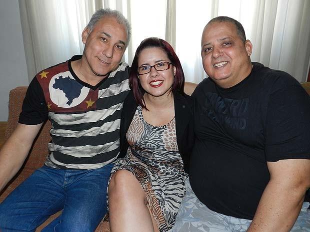 Jornalista celebra Dia dos Pais com três pais e uma drag queen em MG (Foto: Caroline Aleixo/G1)