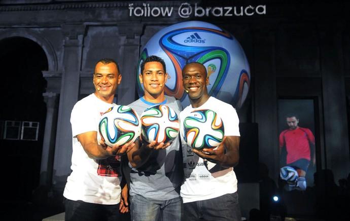 Cafu, Hernanes e Seedorf Lançamento Bola Brazuca Copa 2014 (Foto: André Durão)