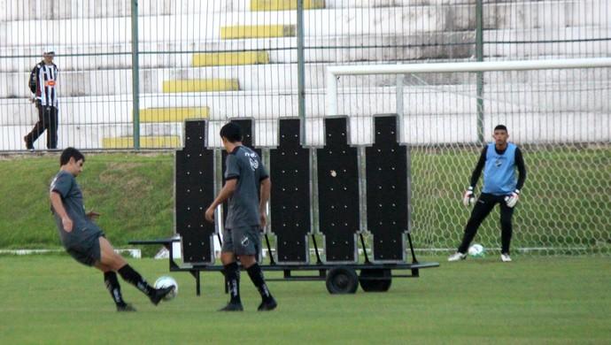 ABC - Lúcio Flávio treino cobrança de falta (Foto: Diego Simonetti/Blog do Major)