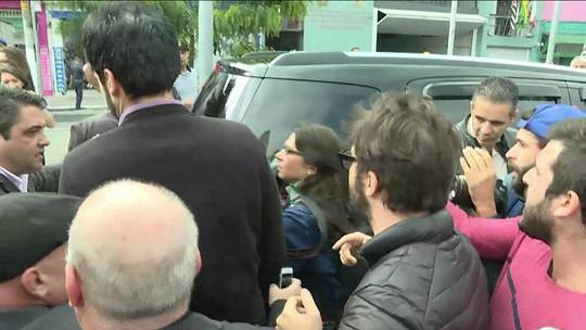 Alckmin e Doria deixam entrevista coletiva após protesto na região da Cracolândia
