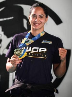 Bárbara Nepomuceno, lutadora de kickboxing (Foto: Divulgação/Prefeitura de Cariacica)