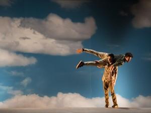 Espetáculo 'Fall' será apresentado na Bienal Sesc de Dança em Campinas (SP) (Foto: Jose Caldeira/Divulgação)