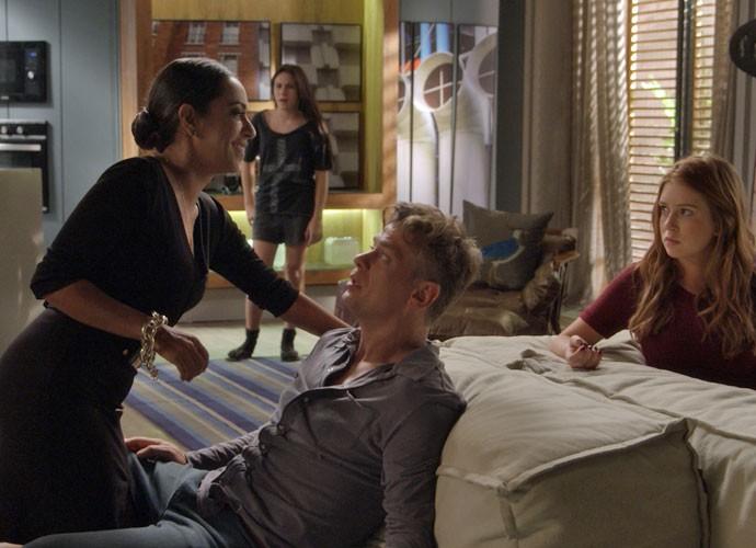 Além de Maurice e Cida, Jojô e Eliza também ficam chocadas (Foto: TV Globo)