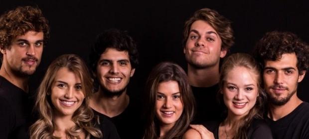 Felipe posa com o elenco da peça 'Sexo Grátis, Amor a Combinar', que estreia no Teatro Fashion Mall (Foto: Divulgação )