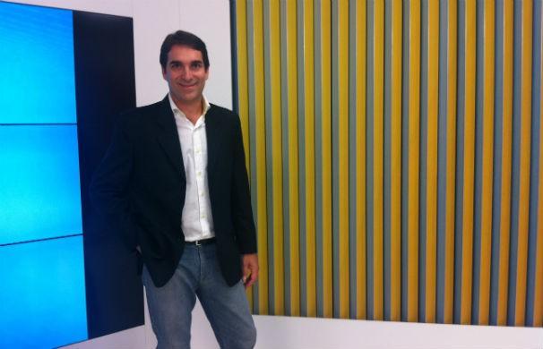 Max Andrade apresenta o Inter TV Notícia (Foto: Taislaine Antunes/Inter TV)