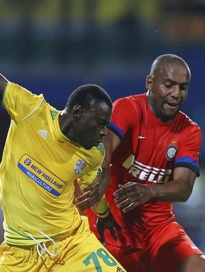 Ousmane N'Doye e Maicon do Inter de Milão (Foto: EFE)