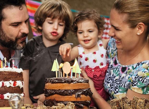 Magloni, Júlio, Olívia e Milena: dois naked cakes para todo mundo ficar feliz (Foto: Elisa Correa)