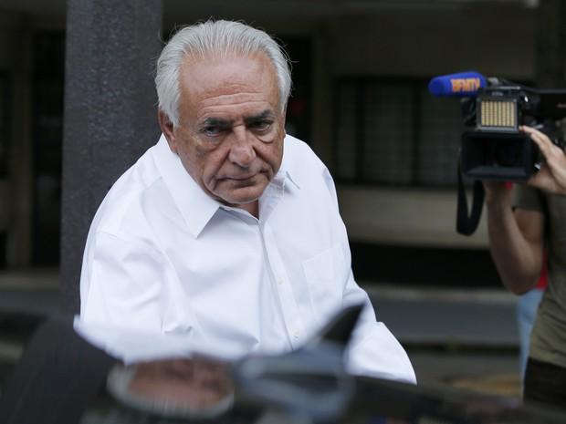 Strauss-Kahn deixa sua casa em Paris a caminho de Lille, para ouvir o veredito que o absolveu (Foto: Gonzalo Fuentes/Reuters)