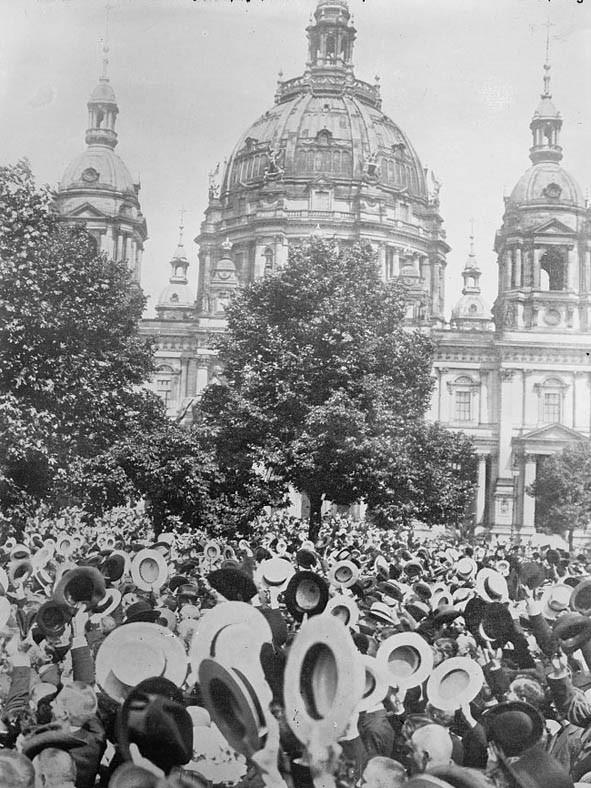 Primeira Guerra: Celebração em Berlim da declaração de guerra (Foto: Flickr/The Library of Congress)