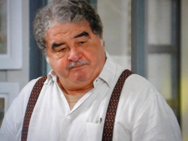 Vicente não consegue esconder o sentimento que nutre por Úrsula (Foto: TV Globo)