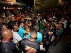 Ivete Sangalo causa tumulto ao chegar em camarote para show