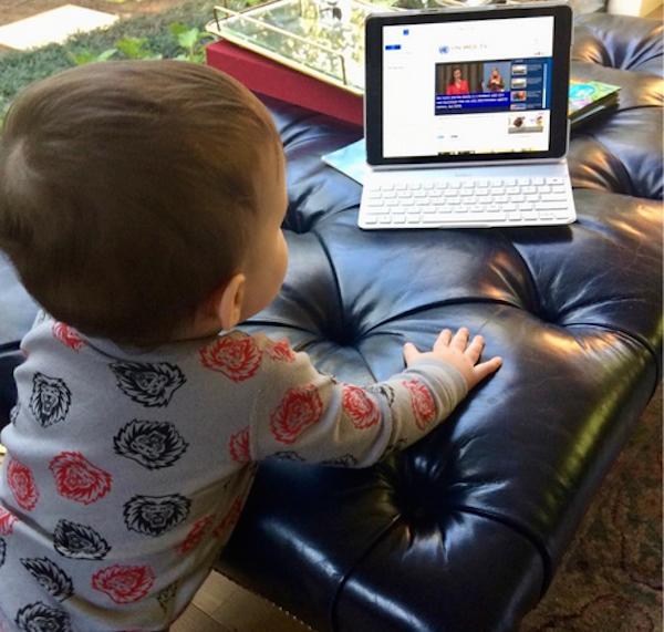O filho de um ano da atriz Anne Hathaway (Foto: Instagram)