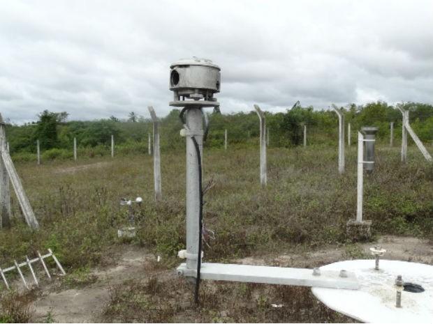 Raio atinge Estação Climatol´[ogica da Uefs  (Foto: Ney Silva/Site: Acorda Cidade)