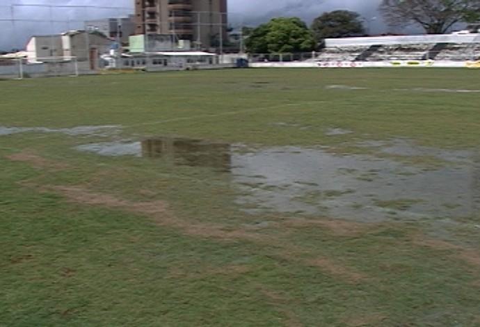 Presidente do clube informou que campo passa por manutenção de acordo com necessidade Estádio Fausto Alvim Araxá Esporte (Foto: Reprodução/TV Integração)