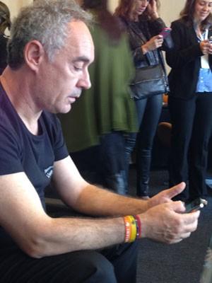 O chef espanhol Ferran Adrià em entrevista com blogueiros nesta terça-feira (5), em São Paulo (Foto: Daniela Braun/G1)