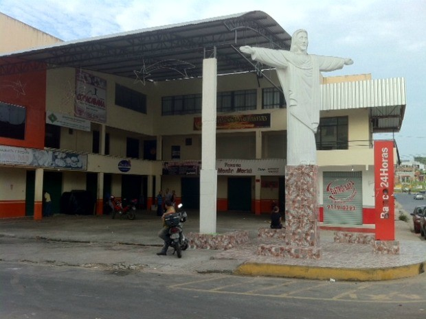 Estrutura de centro comercial na Zona Norte de Manaus ficou danificada (Foto: Ana Graziela Maia/G1 AM)