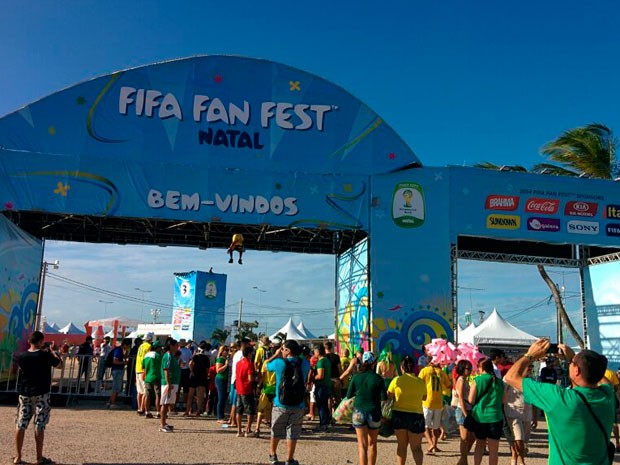 Fifa Fan Fest foi aberta nesta quinta-feira na Praia do Forte, em Natal (Foto: Rafael Barbosa/G1)
