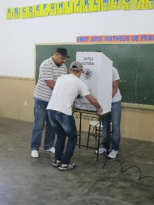 Urnas foram instaldas em todos os colégios eleitorais (Foto: Mariane Rossi/G1)
