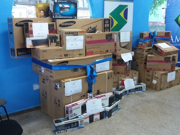amapá; macapá; eletrônicos; caixas; equipamentos;  (Foto: John Pacheco/G1)