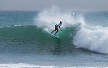 Surfista sem braço recebe convite da WSL e disputará Fiji pela primeira vez