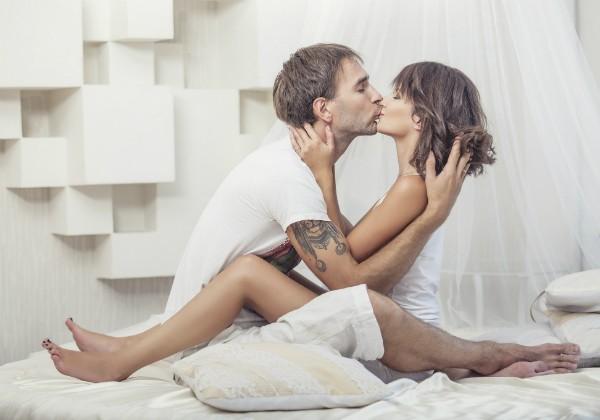 Posição lótus: indicada na prática do sexo tântrico, a posição ajuda a aumentar a intimidade entre o casal (Foto: Thinkstock)