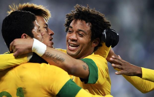 hulk marcelo neymar brasil x bósnia (Foto: AFP)