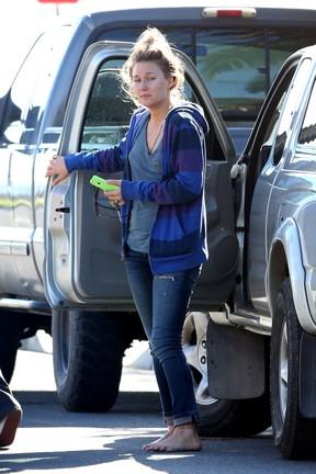 Namorada de Paul Walker, Jasmine Pilchard-Gosnell, na casa do ator em Santa Barbara, Nos Estados Unidos (Foto: AKM-GSI Brasil/ Splash News)
