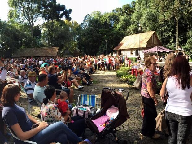 Festa teve missa seguindo as tradições polonesas (Foto: Sérgio Tavares Filho/G1)